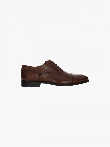 Sapato de couro clássico
