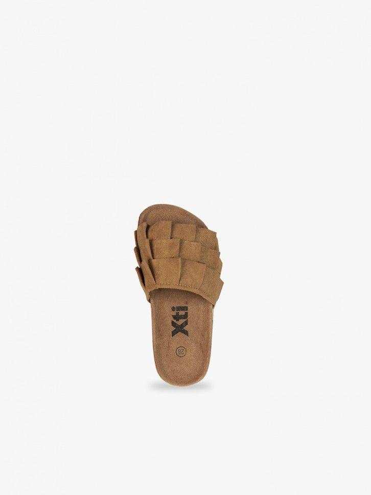 Sandálias com folhos