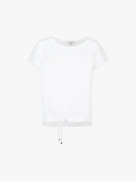 T-shirt com cordão