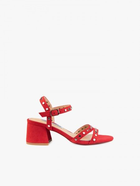 Sandália com tachas