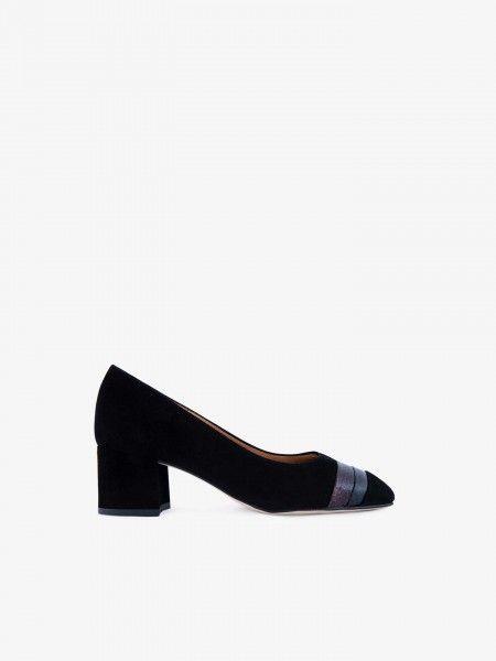 Sapato com faixa efeito pele crocodilo