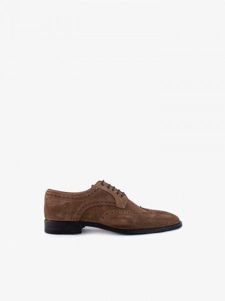 Sapato perfurado