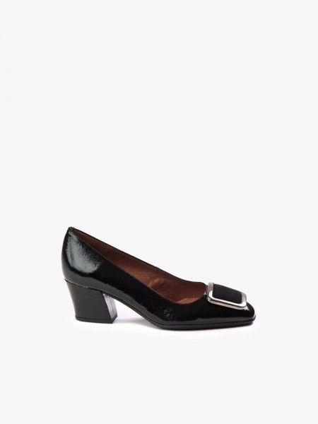 Sapatos com fivela