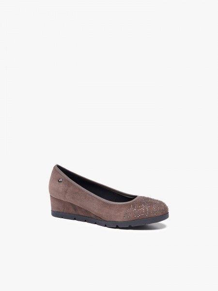 Sapatos com aplicações