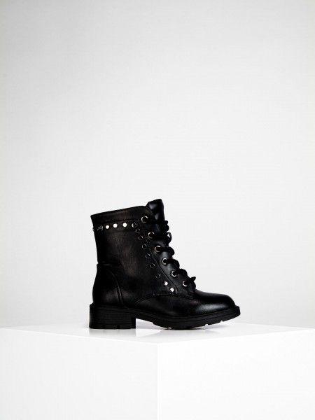 Combat boots com tachas