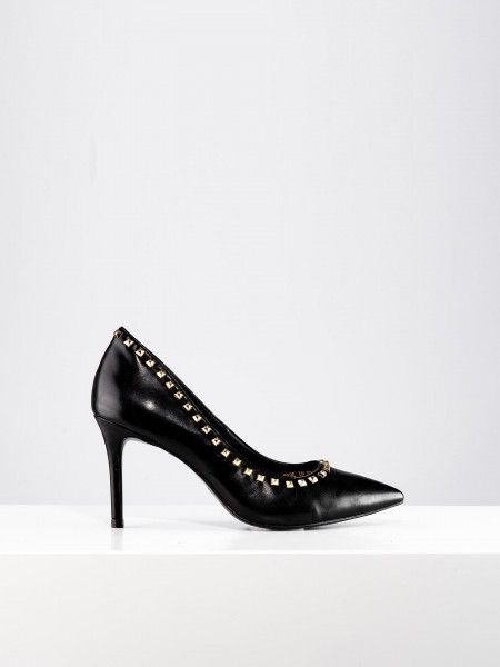 Sapatos com tachas