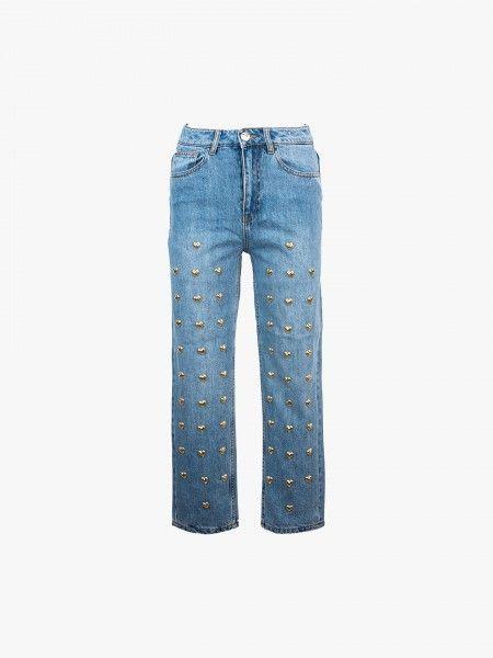 Jeans com aplicações