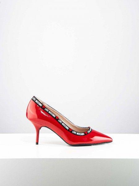 Sapatos de salto fino