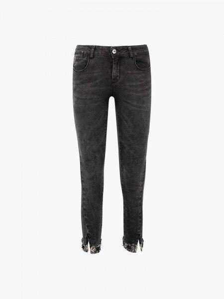 Jeans capri com aplicações