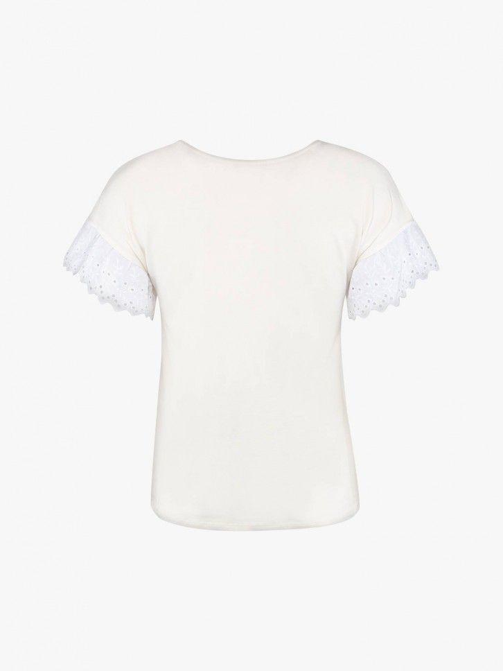 T-shirt com renda