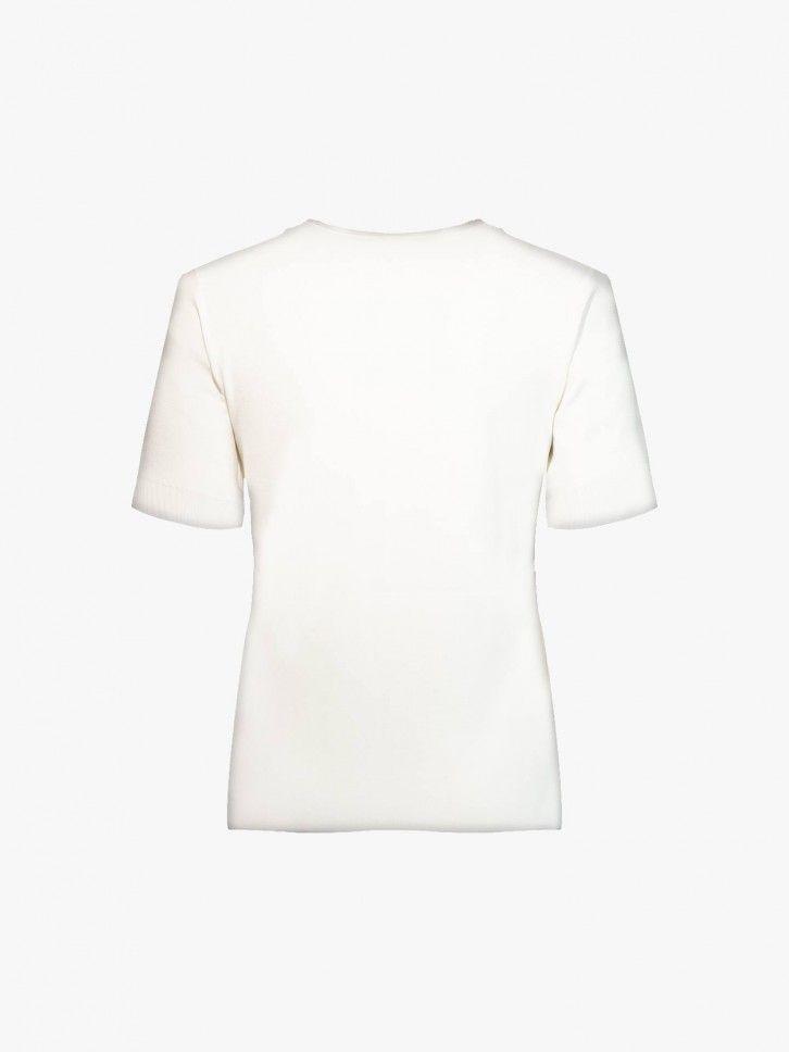 T-shirt com bordados