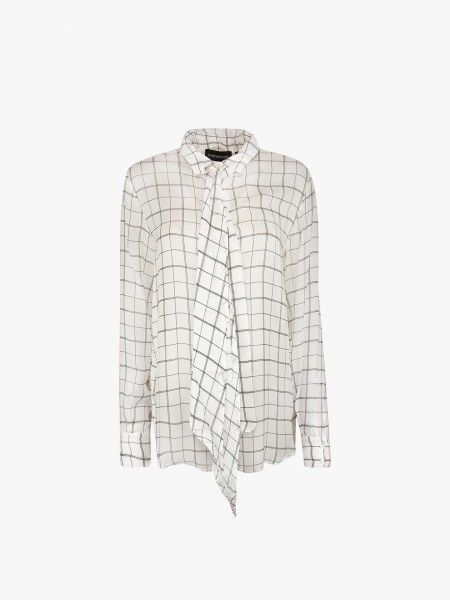Camisa com laçada
