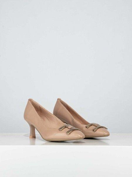 Sapatos com aplicação