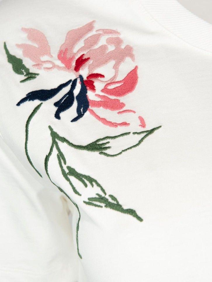T-shirt com bordado