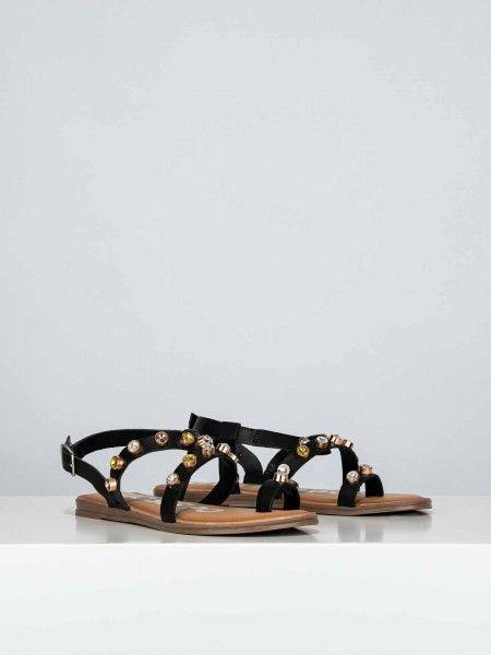 Sandálias com aplicações