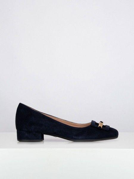 Sapatos com adorno