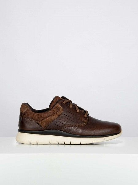 Sapatos desportivos efeito perfurado