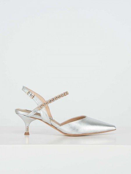 Sapatos de tacão médio