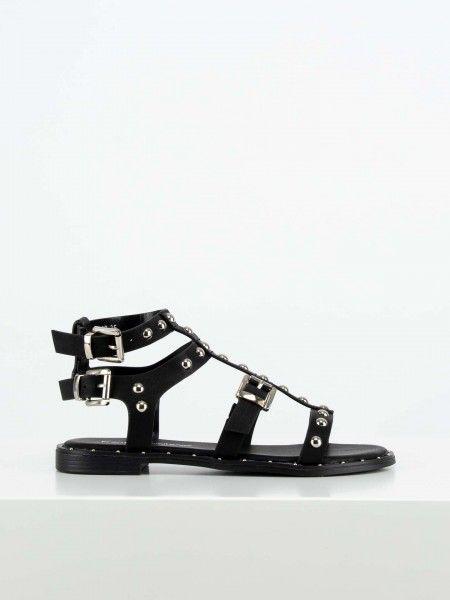 Sandálias com tachas