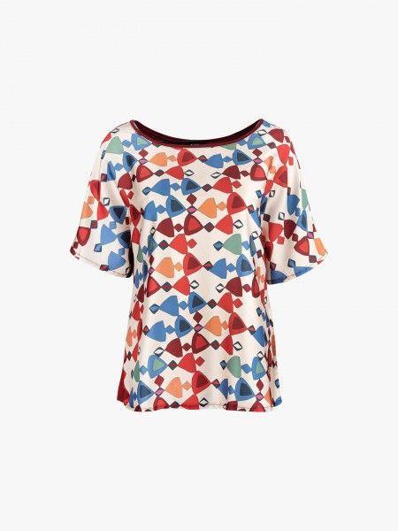 Blusa com padrão geométrico