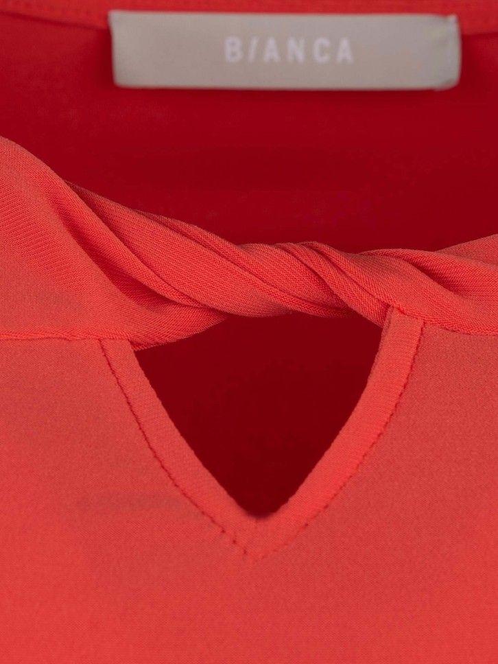 T-shirt abertura no decote