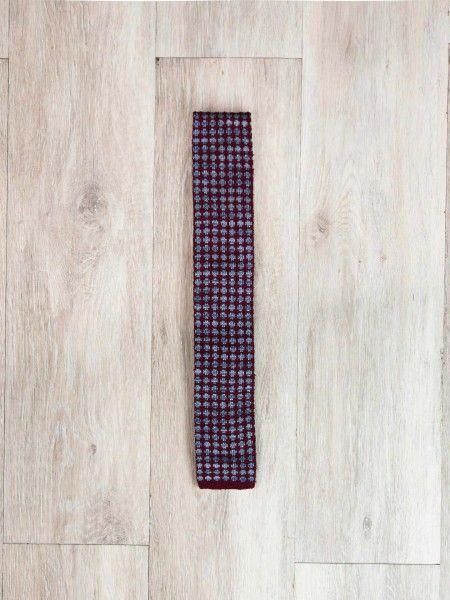 Gravata de ponta quadrada