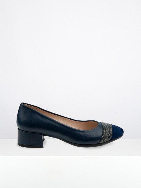 Sapato de salto com missangas