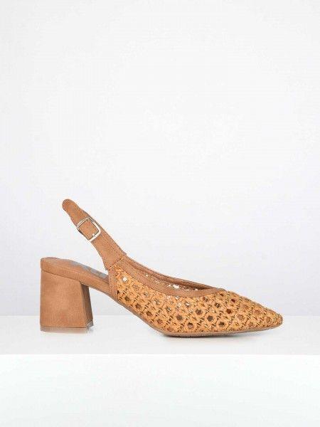 Sapatos Perfurados