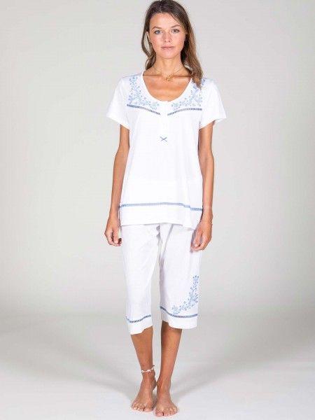 Conjunto de Pijama com Bordados