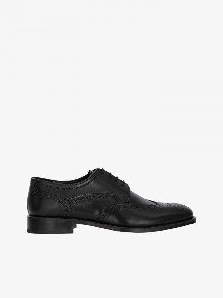 Sapatos clássicos em couro