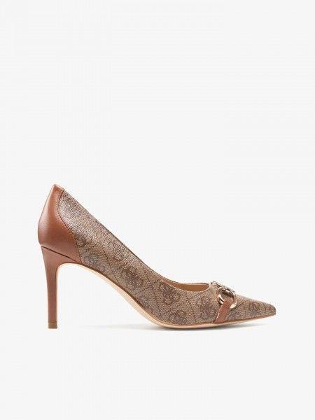 Sapatos de salto alto e biqueira pontiaguda
